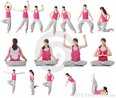Schöne jugendlich Frau, die Yogaübung tut