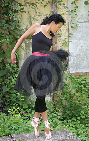 Schöner weiblicher Ballett-Tänzer