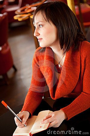Schönes Schreiben der jungen Frau
