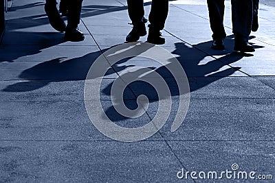 Schatten des Leute-Gehens