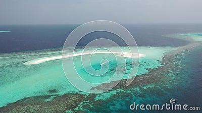 Schattenbild des kauernden Geschäftsmannes Inseln der tropischen Meere stock video footage