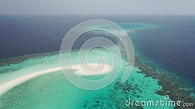 Schattenbild des kauernden Geschäftsmannes Inseln der tropischen Meere stock footage