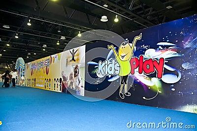 Scherzt spielenden Bereich in DIPC 2012 Redaktionelles Foto