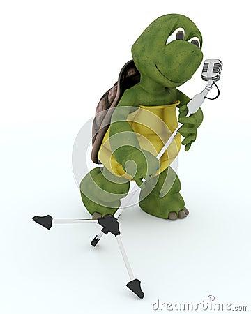 Schildkröte, die in ein Retro Mikrofon singt