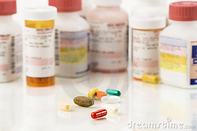Schließen Sie oben von sortierten Pillen und von den Verordnungen