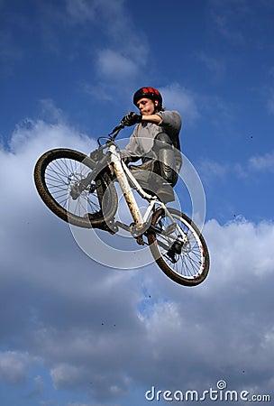 Schmutz-Fahrrad-Sprung