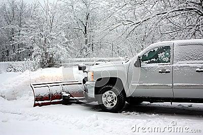 Schnee, der nach einem Blizzard pflügt