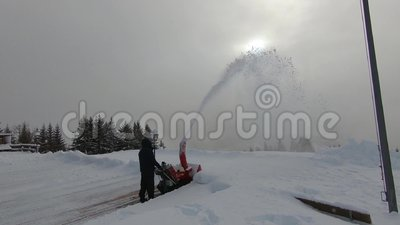 Schneepflug in der Aktion stock footage