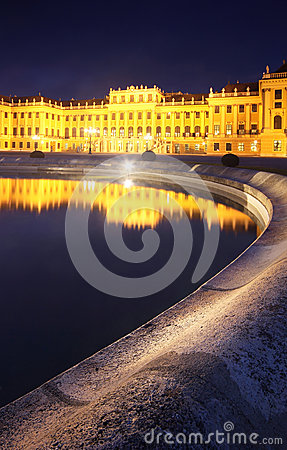 Free Schonbrunn Palace In Vienna, Austria, Reflected Royalty Free Stock Photos - 26569518
