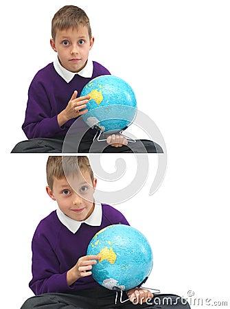 Schoolboy med jordklotet som pekar Australien