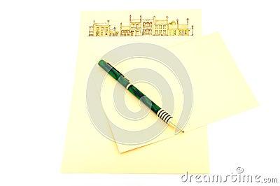 Schreibenspapier und -feder