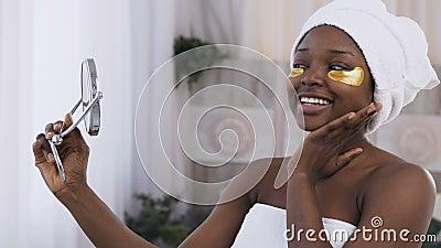 Schöne Afroe-amerikanisch Frau, Die Mit Zwei Scheiben