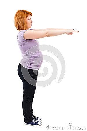 Schwangere Frau, die Übungen tut