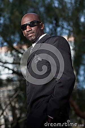Schwarzer Mann der stattlichen Vierziger