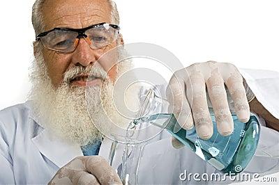 Scienziato in laboratorio
