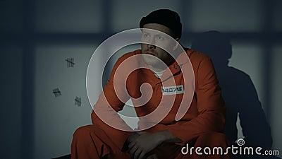 Scomparsa maschio incarcerata dalla cellula quando iniziare leggero al lampeggio, fuga della prigione archivi video