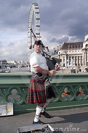 Scotsman with bagpipes Editorial Stock Image