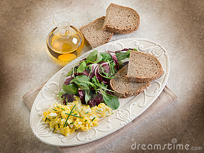 Scrambled eggs with mixed salad