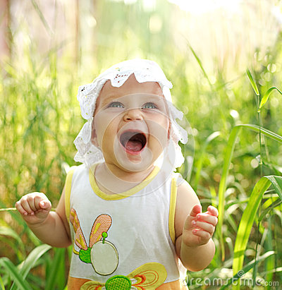 Screaming of baby lost in meadow