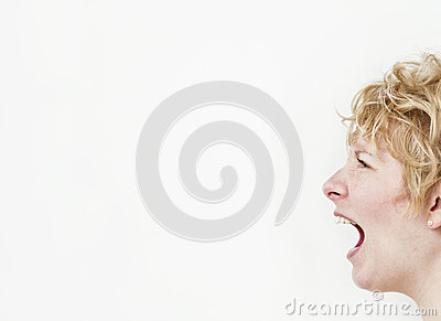 Screaming girl (profile)