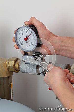 Screwing pressure gauge