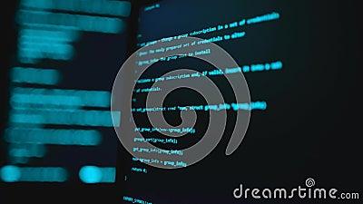 Scrittura del codice di programmazione sul notebook Codici del sito Web sul monitor del computer Contesto tecnologico background  stock footage