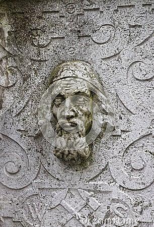 Sculpture en pierre en mur de visage dans la vieille ville dans Solothurn