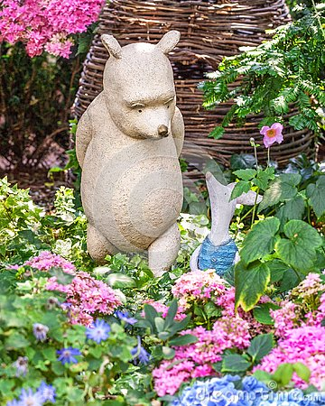 Free Sculpture Of Disney Cartoon Characters Winnie The Pooh And Piglet. Singapore Stock Images - 128096854