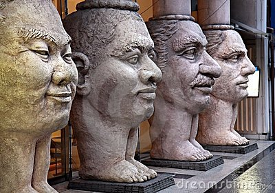Scupture van 4 gezichten
