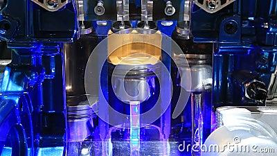 Seção transversal de um motor de três cilindros vídeos de arquivo