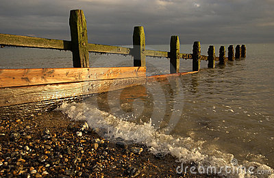 Sea defence groyne