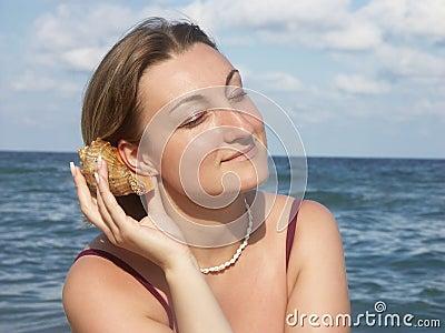 Sea shell murmuring