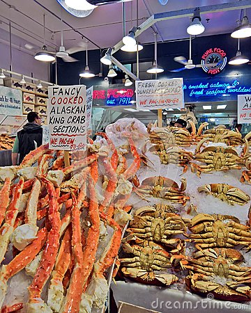 Free Seafood Crab And Legs For Sale At A Seattle Market Stock Photo - 106165590