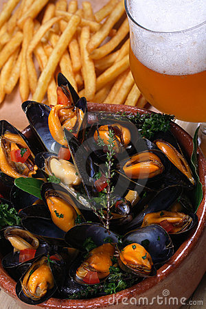 Free Seafood, Mussels, Beer, Fries Stock Photography - 3344772