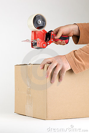 Sealing a box with packing tape