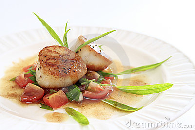 Seared scallops salsa