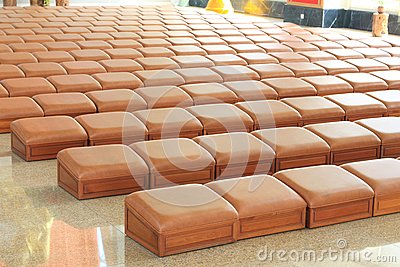 Seats for kneel