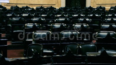 Sedie vuote di una sala in un congresso stock footage