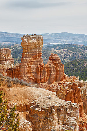 Sedimentary rock formations in bryce canyon park