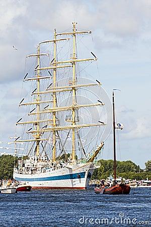 Segel Amsterdam 2010 - Segel-in der Parade Redaktionelles Foto