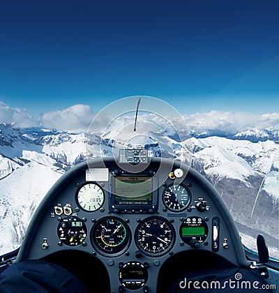 Segelflugzeug über den Alpen