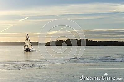 Segla på is Redaktionell Fotografering för Bildbyråer
