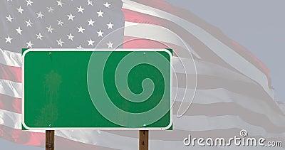 Segnale verde 4k vuoto sopra bandiera americana e nuvole time-lapse archivi video