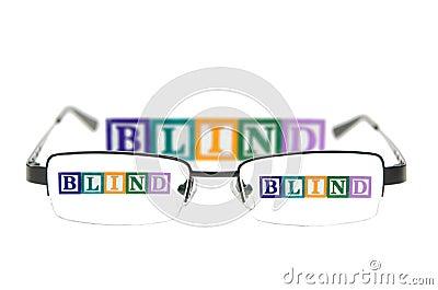 Segni i blocchi con lettere che compitano i ciechi con un paio dei vetri