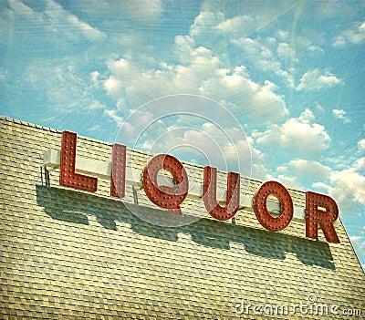 Segno invecchiato ed indossato del negozio di alcolici dell annata