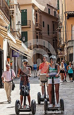 Segway浏览在Palma de Mallorca 编辑类库存图片