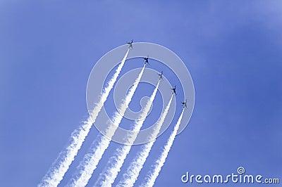 Sei Falcons di combattimento dell aeronautica di Stati Uniti F-16C, Fotografia Editoriale
