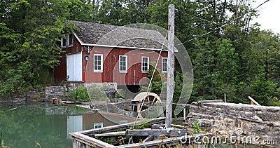 Seitenansicht 4K UltraHD von Morningstar-Mühle nahe St. Catharines, Kanada stock footage