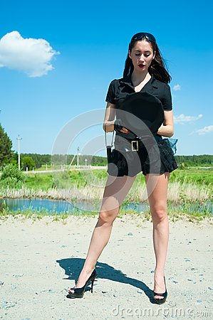 Seksowna milicyjna kobieta na drodze