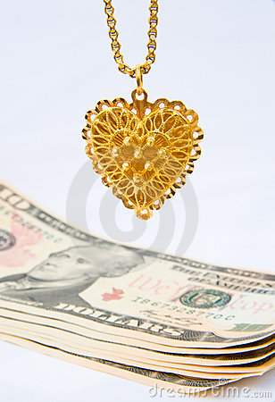 Selling gold jewelery for cash.